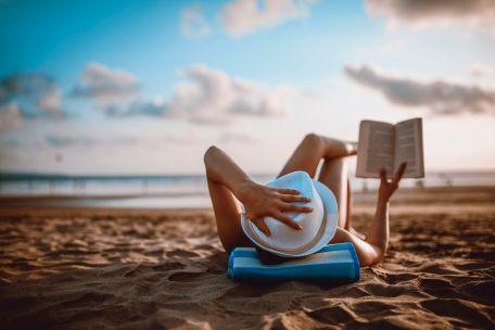 reading-on-beach